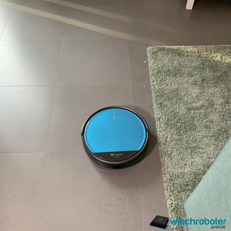 Saugroboter Magnetband unter dem Teppich